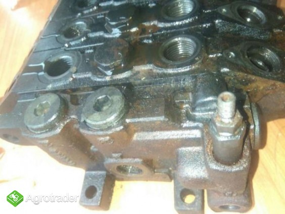 Rozdzielacz hydrauliczny Deutz Agrovector 26.6 30.7 40.8 35.7 29.6 37. - zdjęcie 1