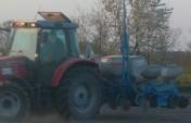 Siew kukurydzy siewnikiem punktowym